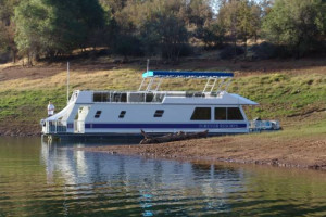 House boat exterior at Lake Don Pedro.