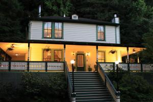 Exterior view of Santa Nella House B & B.