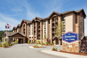 Exterior view of Hampton Inn & Suites Coeur d'Alene.