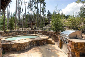 Rental hot tub at Breckenridge Rentals by Owner.