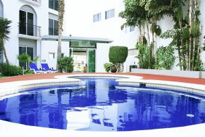 Outdoor pool at Seven Crown Hotel- La Paz.