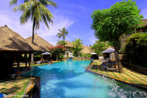 Outdoor pool at Hotel Aneka Kuta.