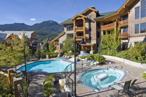 Outdoor pool at Lodging Ovations.