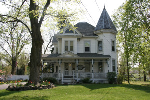 Exterior view of Stonegate Bed & Breakfast.