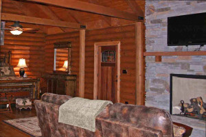 Honeymoon suite at Wildberry Lodge.