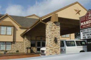 Exterior View of Manor Inn College Station