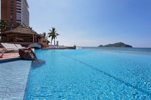 Outdoor pool at Holiday Inn Sunspree Resort Mazatlan.
