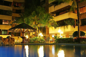 Outdoor pool at Yotaú All Suites Hotel.