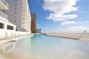 Rental outdoor pool at iTrip - Gulf Shores.