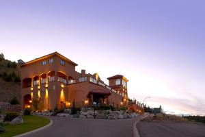 Exterior view of La Casa Cottage Resort.