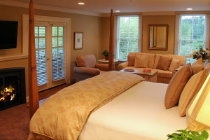 Guest room at MacArthur Place Motel & Spa.