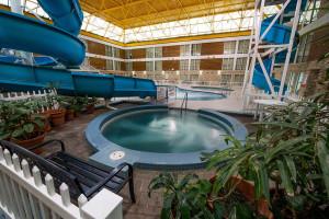 Indoor pool at Victoria Inn Thunder Bay.