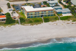Aerial view of Tuckaway Shores Resort.