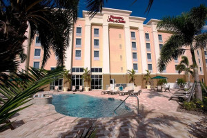 Exterior view of Hampton Inn & Suites Fort Myers-Colonial Blvd.