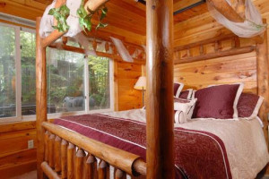 Cabin bedroom at Cabins For You.
