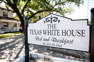 Exterior view of The Texas White House Bed and Breakfast.