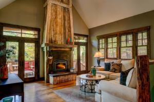 Cabin living room at Greybeard Rentals.