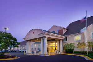 Exterior view of Holiday Inn Express Annapolis.