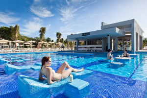 Outdoor pool at RIU Palace Mexico.