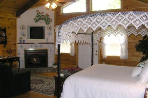 Victorian Honeymoon Cabin at Black Forest Bed & Breakfast & Luxury Cabins.