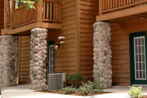 Exterior View of Grizzly Jacks Grand Bear Resort
