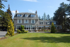 Exterior view of Glen Lui Country House Hotel.