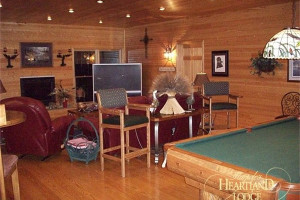 Recreation room and lounge at Harpole's Heartland Lodge.