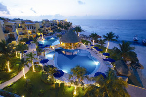 Exterior view of Gran Porto Real Resort and Spa Playacar.