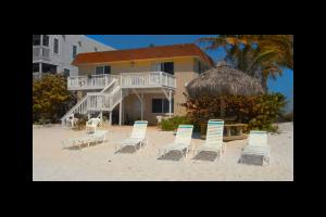 Exterior view of Anna Maria Island Inn.