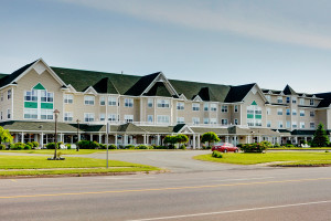 Exterior view of Loyalist Lakeview Resort Summerside.