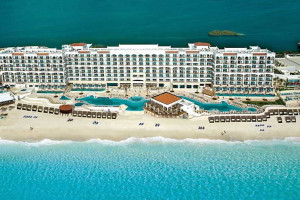 Exterior view of Royal Luxury Cancun.
