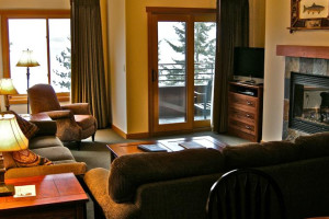 Guest living room at The Lodge at Sandpoint.