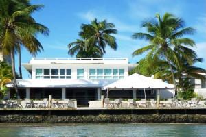 Exterior view of Hotel La Playa.