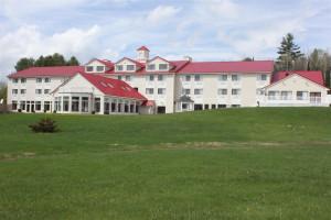 Exterior view of Best Western White Mountain Inn.