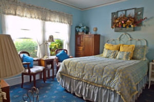 Guest bedroom at Shady Oaks Inn.