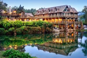 Exterior lodge view at Big Cedar Lodge.