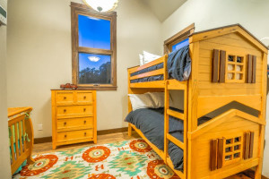 Rental bunk beds at Retreatia.com.