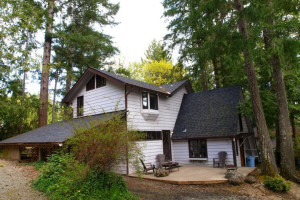 Cottage exterior at Hood Canal Cottages.