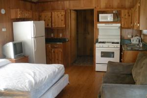 Cabin interior at Mark Twain Landing.
