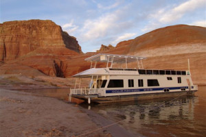 The 70' Titanium exterior houseboat at Antelope Point.