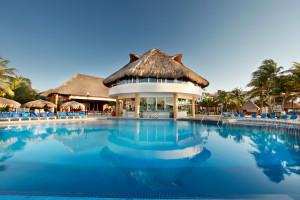Outdoor pool at Viva Wyndham Maya.