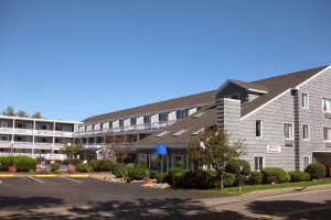 Exterior view of Grand Beach Inn.
