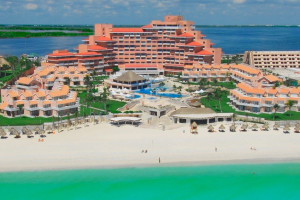 Exterior view of Omni Cancun Hotel & Villas.