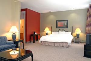 Guest room at The Albert St. Inn.