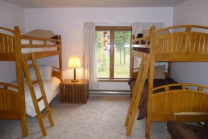 Vacation rental bunk room at Five Star Rentals of Montana.