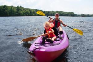 Family kayaking at Spicer Green Lake Resort.