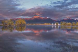 Sunset lake view at Ninepipes Lodge.