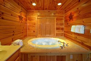 Cabin hot tub at SmokyMountains.com.