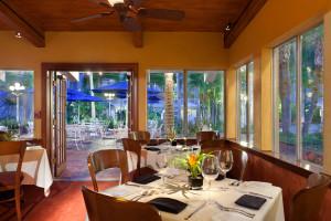 Dining at TradeWinds Island Grand.
