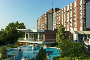 Exterior view of Danubius Thermal Hotel Aqua.
